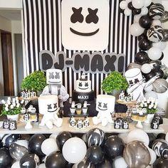 como organizar una fiesta de xv para hombre 13th Birthday Party Ideas For Teens, Halloween Theme Birthday, 10th Birthday Parties, Birthday Party Decorations, Dj Party, Party Time, Marshmallow Dj, Bolo Dj, Marshmello Wallpapers