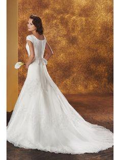 Gentle Short Sleeves Lace Applique Round Neckline Wedding Dress