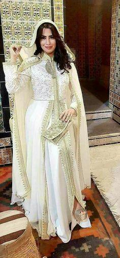 Moroccan Caftan, Moroccan Style, Beautiful Muslim Women, Beautiful Gowns, Traditional Fashion, Traditional Outfits, Classic Wedding Dress, Wedding Dresses, Arabic Dress