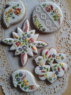 Shortbread cookies with Kalocsai pattern icing <3