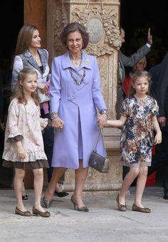 Doña Sofía aguarda en Mallorca la llegada de los Reyes y sus hijas