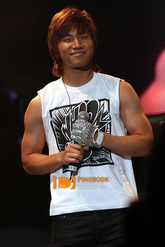 Daesung and those awesome arms!