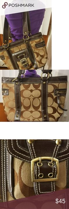 COACH BAG Pre-loved .Good condition. Some spot (as pictured have sings of wearing) barely noticeable. Looks really good! PLEASE SEE PICS BEFORE PURCHASE. Coach Bags Shoulder Bags
