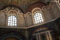 """Mármore e pedras no Battistero Neoniano - """"Ravenna, a cidade dos mosaicos"""" by @blogteritorios"""