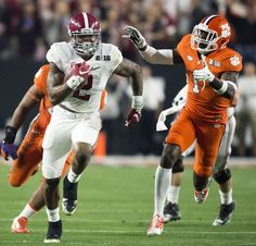 Alabama running back Derrick Henry outruns Clemson defensive back Jayron Kearse for a touchdown during Alabama's College Football Playoff National Championship football game with Clemson, Monday, Jan. at University of Phoenix Stadium in Glendale, Ariz. Fantasy Football Championship Belt, College Football Championship, Alabama College Football, Fantasy Football League, Notre Dame Football, Ohio State Football, Championship Game, National Championship, American Football
