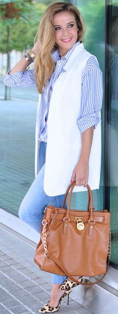 White Vest Blue Stripe Button-up Jeans Leo Pumps Fall Inspo by Te Cuento Mis Trucos.