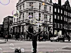 """LondonBubble"", Londra, 2° riscatto urbano di Francesca Uleri. Saranno conteggiati i ""Mi piace"" al seguente post: https://www.facebook.com/photo.php?fbid=873131912757684&set=o.170517139668080&type=3&theater"