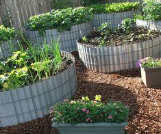 Comfy Diy Raised Garden Bed Ideas That Looks Cool 20 + Comfy Diy ausgelöst Gartenbett Idee Cheap Raised Garden Beds, Raised Bed Garden Design, Raised Vegetable Gardens, Building Raised Garden Beds, Raised Flower Beds, Easy Garden, Raised Beds, Vegetable Gardening, Container Gardening