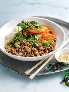 Master this beautifully fragrant South-East Asian dish and take your senses to new heights. Pork Larb, Chicken Larb, Asian Chicken, Fresh Chicken, Thai Cooking, Asian Cooking, Cooking Pork, Larb Recipe, Savoury Mince