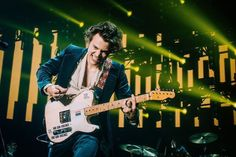 , July Shot by edited by me. Harry Styles Live, Harry Styles Pictures, Harry Edward Styles, Harry Styles Singing, Harry Green, Mac Wallpaper, One Direction Photos, Harry Styles Wallpaper, Mr Style