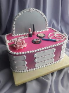 Klassenkameraden – Themed Cakes – Excellent Image Of Frozen Themed Birthday. Teen Cakes, Girly Cakes, Fancy Cakes, Dressing Table Cake, Pretty Cakes, Cute Cakes, Makeup Birthday Cakes, Cake Birthday, Fondant Cakes