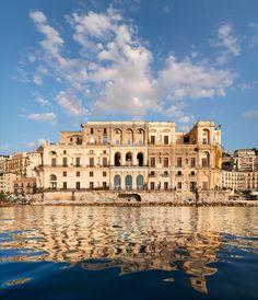Napoli - Palazzo donn'anna, realizzato su progetto di cosimo fanzago, 1640-1644