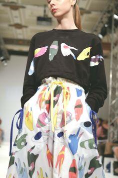 davydovafashion: Anton Belinskiy London Fashion Scout, Kiev / Hands pattern print / black top and skirt Fashion Prints, Fashion Art, High Fashion, Fashion Looks, Womens Fashion, Fashion Design, Fashion Jewellery, Fashion Week, Runway Fashion