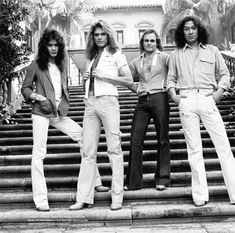 Van Halen promotional shots at David Lee Roth's family estate in California Eddie Van Halen, Alex Van Halen, David Lee Roth, Sammy Hagar, Ozzy Osbourne, Def Leppard, Aerosmith, Classic Songs, Rock Legends