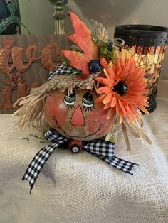 Decorative painting and needle felting creations. Halloween Gourds, Fall Halloween, Halloween Crafts, Halloween Window, Halloween Stuff, Vintage Halloween, Halloween Ideas, Halloween Party, Halloween Costumes