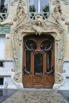 I made my own picture of this art nouveau  door in paris (pav)