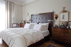 Cabeceras de cama para todos los gustos  Sobrio y formal, esta opción en cuero con capitoné y marco de madera lustrada sabe conjugarse con las cómodas antiguas a los costados de la cama.         Foto:Archivo LIVING