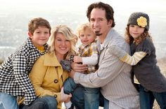 Great tips for what to wear for your family photos... 3 color pop rule!