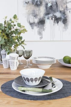 Designer Minna Niskakangas wanted to bring the beauty of forests into our urban everyday life. Traditional Finnish forest lives in modern Metsikkö (Grove) tableware series. The body has been designed by Lasse Kovanen. This bowl belongs to Metsikkö series