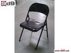 Conjunto de 4 sillas plegables (para niños) de segunda mano, con estructura metálica de color negro. PVP: 40€ por las CUATRO sillas.