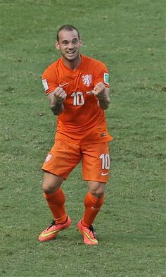 Netherlands' Wesley Sneijder celebrates after the referee decided on penalty during the World Cup round of 16 soccer match between the Netherlands and Mexico at the Arena Castelao in Fortaleza, Brazil, Sunday, June (AP Photo/Themba Hadebe) World Cup 2014, Fifa World Cup, World Football, Football Soccer, Football Accessories, Most Popular Sports, Soccer Match, National Football Teams, Soccer Stars