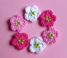 Häkelapplikationen - 6 Mini Blumen 2.5 cm Häkelblumen Häkelapplikation - ein Designerstück von Ing-Indra bei DaWanda