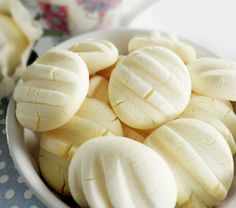cookies with condensed milk in them My Recipes, Sweet Recipes, Cookie Recipes, Dessert Recipes, Biscuits Russes, Confectionery Recipe, Delicious Desserts, Yummy Food, Gluten Free Bakery