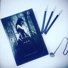 Livro Fallen  Resenha no insta @colecaodelivros