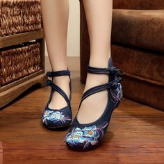 12.58$  Buy now - http://alihpf.shopchina.info/go.php?t=32788892290 - Vintage Embroidery Floral Women Flats Shoes Casual Old BeiJing Fashion Canvas Singles For Woman Ballet Flat Shoes Plus size 41 12.58$ #magazineonlinewebsite