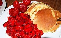 Helen´s art of cooking: Kleine Pfannkuchen an Limetten-Erdbeeren