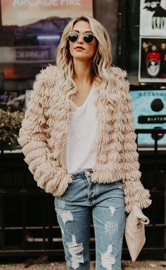 Winter Style | Trvl Porter  Warm, cozy, fun, festive, coats, fuzz, faux fur, fashion, outfits, holidays, weather, cold, snow, boots, winter, fall, trends, 2017, 2018, fashion forward, LA, big jackets, coats, denim, casual