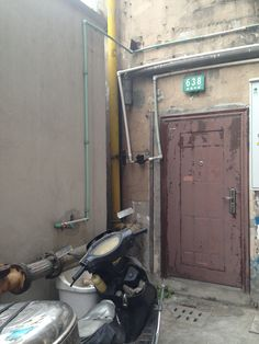 Gas pipe in Entrance facade