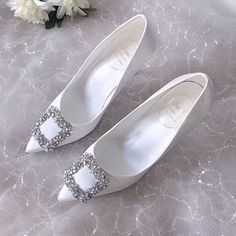 Diamond satin Bridal Court shoes - New Ideas Wedding Shoes Bride, Bride Shoes, Wedding High Heels, Wedding Veils, Wedding Hair, Bridal Hair, Comfortable Bridal Shoes, Exclusive Shoes, Designer Shoes