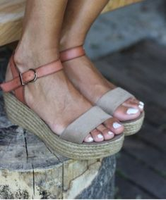 sandales-compensées-un-vrai-hit-d-l-ete.jpg (600×724)