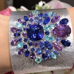 Fabulous Cuff @piaget !! #dubai #dubaiart #dubaimall #dubailife #art #life #love #luxury #luxuryjewelry #queen #royal #instagram #instalike #instagood #instamood #instadaily #inspiration #instafollow #mydubai #diamond #sapphire #gold #jewelry #amazing #fabulous #finejewelry #hautejoaillerie #highjewelry #followme #style