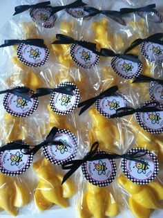 chocolate bumble bees/ bumble bee/ chocolate party favor/ bumble bee party/ mommy to bee/ bumble bee party favor/ chocolate pops