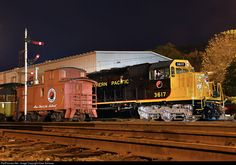 Net Photo: NP 3617 Northern Pacific Railway EMD at Duluth, Minnesota by Dave Schauer Burlington Northern, Old Trains, Model Train Layouts, Diesel Locomotive, Train Station, Model Trains, Places To Go, Rail Train, Duluth Minnesota