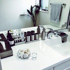 Bathroom,ホテルライク,COLONY 2139,サニタリー,洗面台,洗面所,シルバー,掃除しやすい,継ぎ目のない洗面ボウル,継ぎ目のない特大ミラー,石鹸置きがスポンジ置きにぴったり,スポンジ出しっぱなしなのでいつでも磨ける harmaaの部屋 Muji Style, Washroom, Bath Caddy, Sink, Interior Design, House, Home Decor, Interiors, Sink Tops