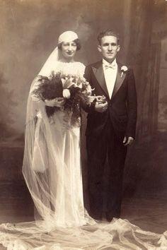 1935 http://www.pinterest.com/sallyharthats/vintage-brides/