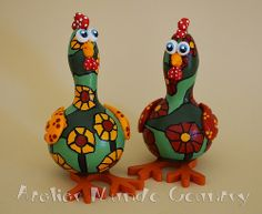 Galinhas em cabaça   Flickr - Photo Sharing! #artesanato #crafts #gourds #cabacas #purungos #ateliermundocountry #taysrocha