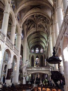 Interior de la Iglesia de Saint-Etienne-du-Mont (Paris - France)