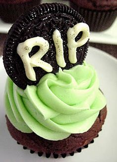 Cookies & Cream Tombstone Cupcakes2