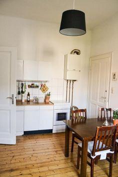 Schöne Aachener Küche mit Holzdielen-Boden und gemütlichem Essbereich. Wohnen in Aachen. #Aachen #Küche #kitchen #Essbereich
