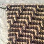 Tunisian Crochet, Diy Crochet, Crochet Stitches Chart, Knitting Patterns, Crochet Patterns, 2 Colours, Crocheting, Crochet Pouch, Crocheted Flowers