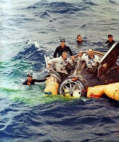 Space nasa - Gemini splashdown, Gene Cernan and Thomas Stafford, June 1966