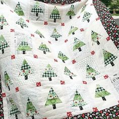 Have you seen this beautiful Christmas quilt from @jedicraftgirl?! Love it!! Those trees are darling! It's made with fabric from Comfort & Joy which is available in my shop! Link to shop is in profile. ____________________________________ #huckleberryquilting #rileyblakefabric #rileyblakedesigns #quilt #quilting #quiltshop #quiltstore #fabric #fabrics #fabricshop #fabricaddict #fabricstore #pinterest #sewing #quiltersofinstagram #quiltsofinstagra