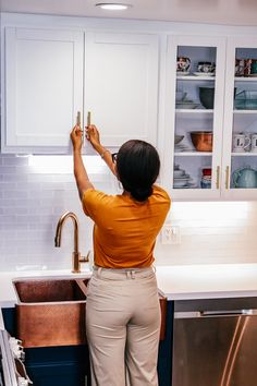 How To Incorporate Mixed-Metals In Your Kitchen Delta Trinsic Faucet, Samsung Dishwasher, White House Interior, Cool Kitchens, Small Kitchens, Dream Home Design, Next At Home, Mixed Metals, Latest Fashion Trends
