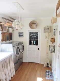 The most popular new vintage laundry room storage ideas .There's just something about vintage inspired signs and advertisements that makes me so happy #vintagelaundryroom #laundryroomdecor #farmhouselaundryroom