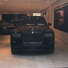 Luxury Cars For Sale, Top Luxury Cars, Luxury Sports Cars, Sport Cars, Luxury Suv, Voiture Rolls Royce, Rolls Royce Cars, Rolls Royce Black, Bentley Rolls Royce