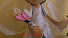 Fofucha novia mini- detalle ramo/Bride fofucha doll small- detail of bloom